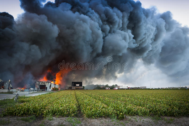 Fumée noire photographie stock