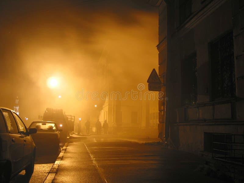 Fumée sur une rue photographie stock