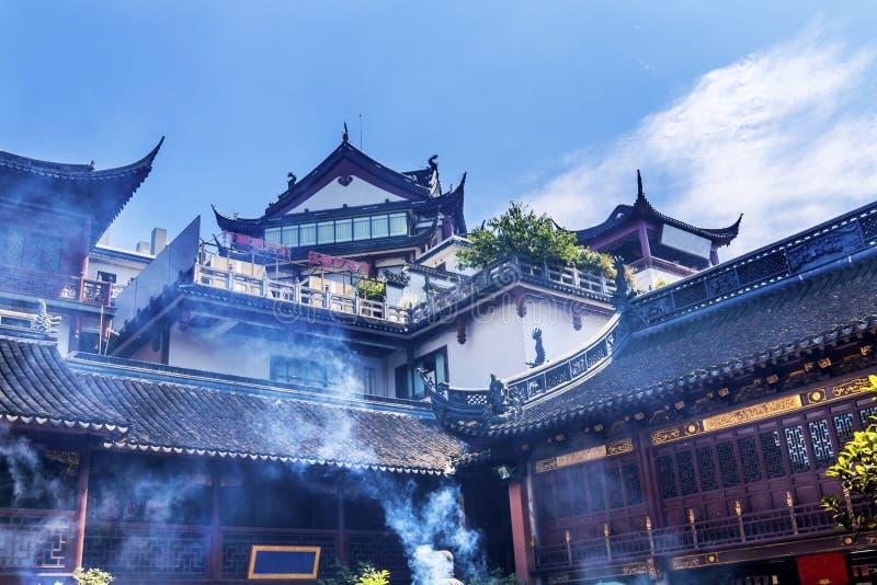 Fumée Yueyuan Changhaï Chine d'encens de temple de Dieu de ville de Taoist images libres de droits
