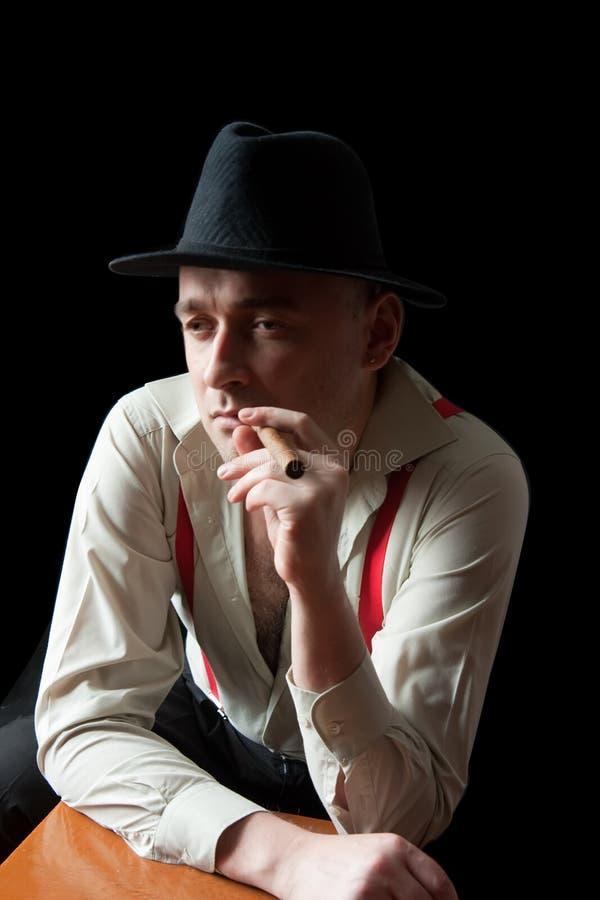 Download Fumage de bandit de cigare photo stock. Image du moyen - 8658030