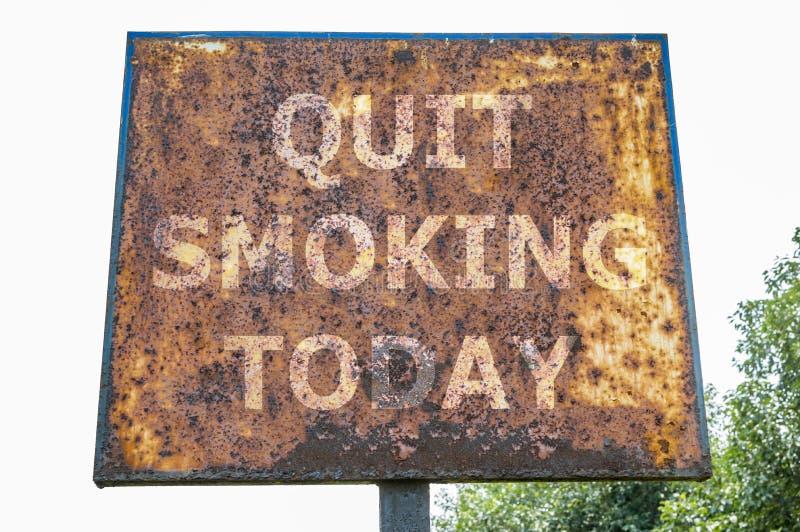 Fumage quitté aujourd'hui photo libre de droits