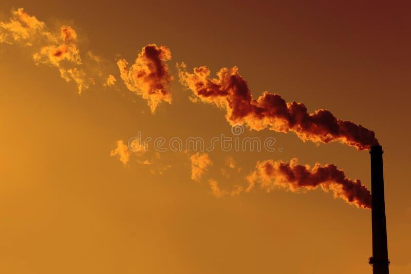 Fumaioli al tramonto immagini stock libere da diritti