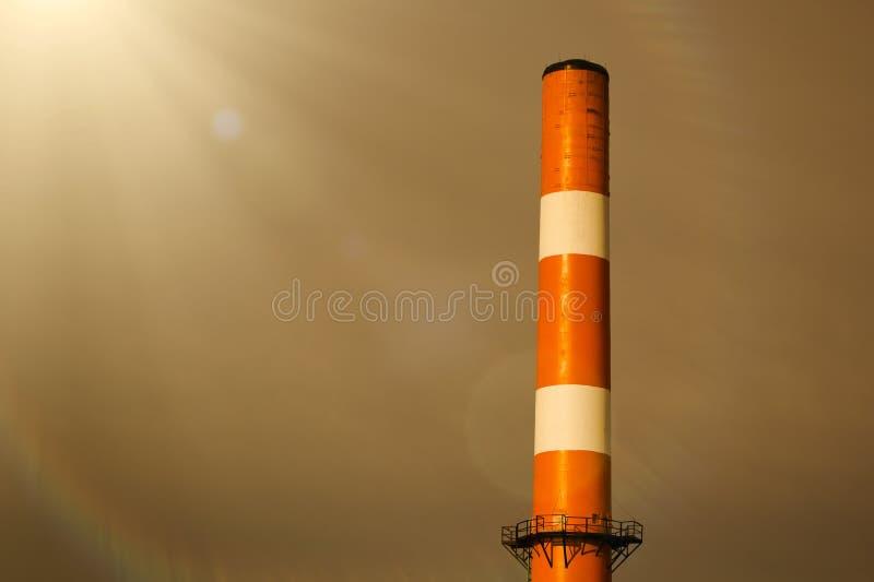 Fumaiolo dell'impianto industriale fotografia stock