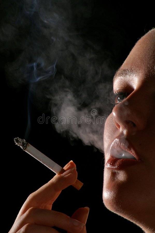 Download Fumando (2) foto de stock. Imagem de cancer, cigarro, doença - 540876