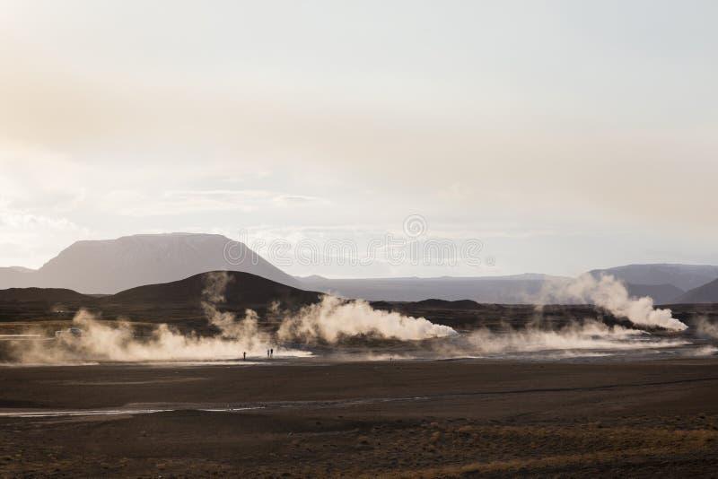 Fumarolefält i Namafjall geotermiskt område, Hverir, Island royaltyfri bild
