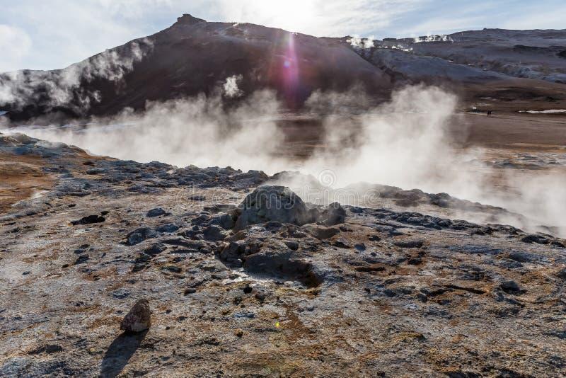 Fumarolen produzieren heiße Schwefeldämpfe in einem geothermic Bereich stockbild