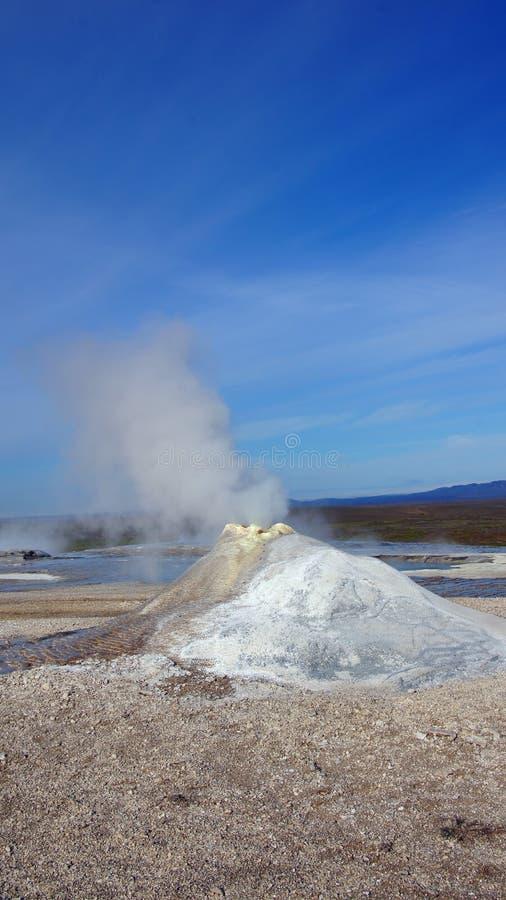 Fumerolle à la région géothermique de Hveravellir en Islande photo libre de droits