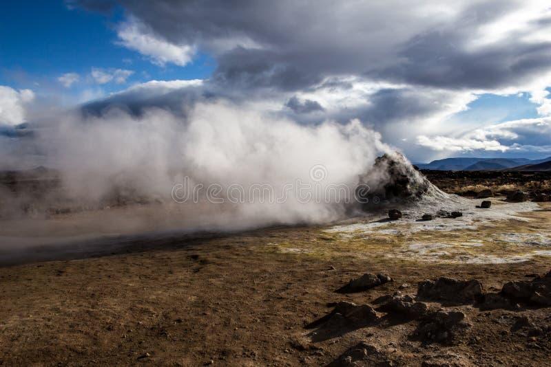 Fumerolle à secteur géothermique/volcanique images stock