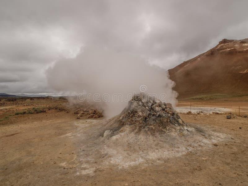 Fumerolle chez Namaskard Myvatn Islande image stock