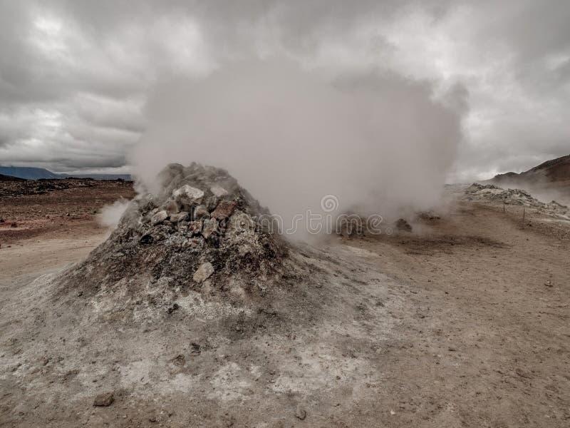Fumerolle chez Namaskard Myvatn Islande photographie stock