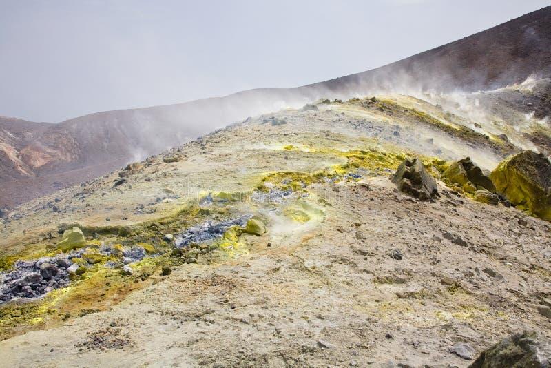 Fumerolles sur Vulcano images libres de droits