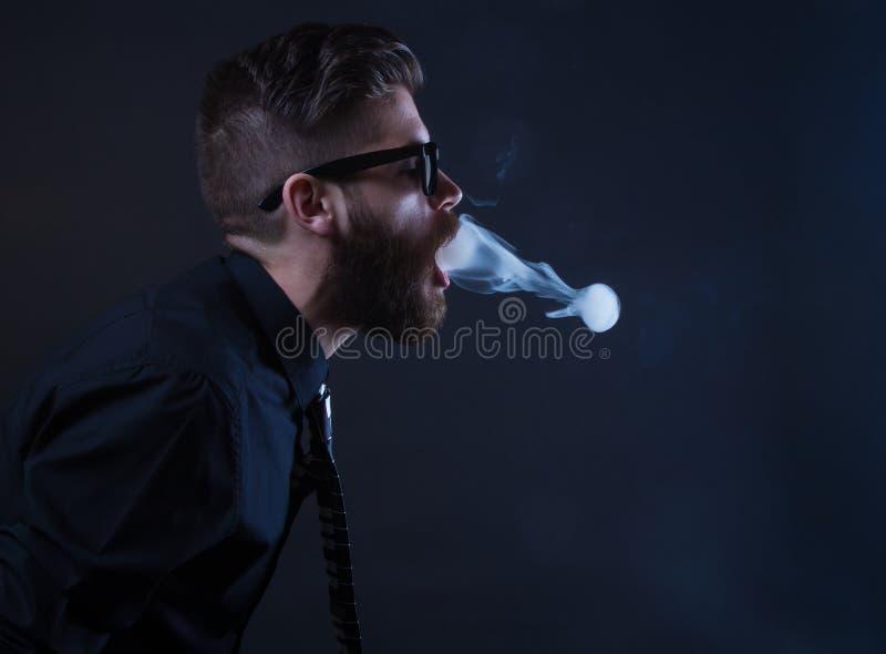 Download Fumeur de hippie image stock. Image du penchant, calme - 45372305