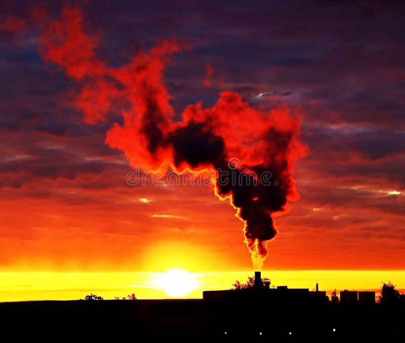 Fumez l'augmentation dans le ciel images libres de droits