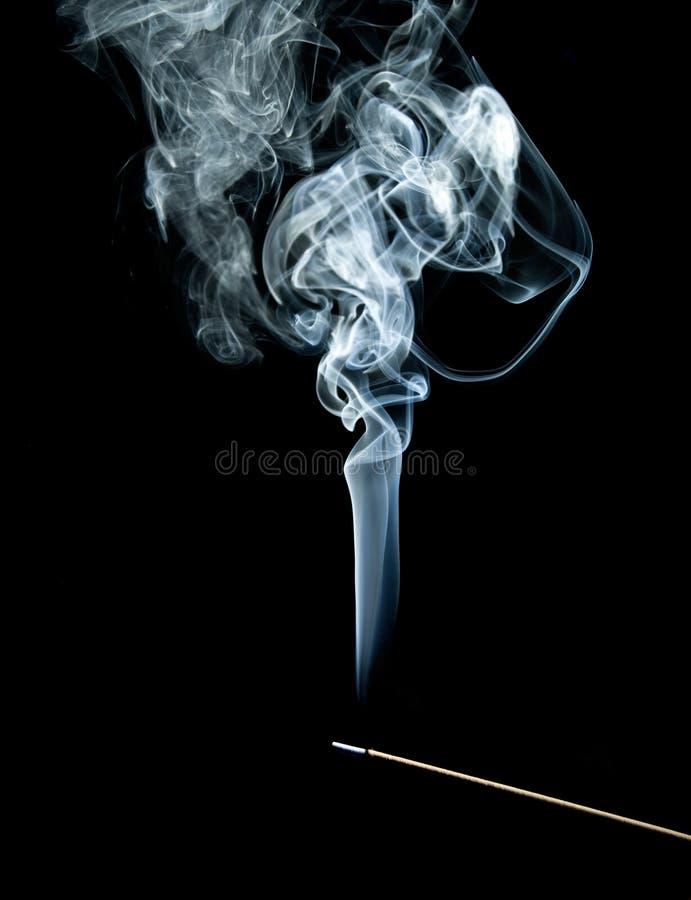 Fumo azul do incenso imagens de stock