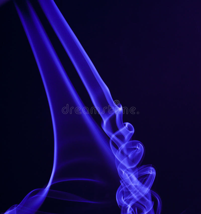Fumo in azzurro fotografia stock