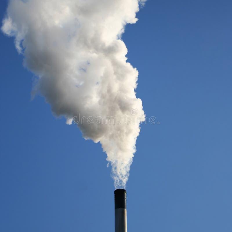 Fumo billowing del camino immagine stock