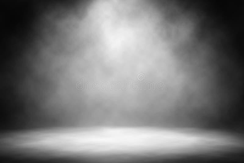 Fumo branco do projetor no fundo do entretenimento da fase fotografia de stock
