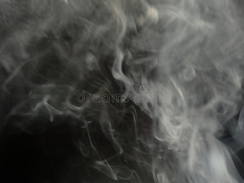 Fumo cinzento fundo preto isolado N?voa abstrata da n?voa do fumo em um fundo preto Textura fotos de stock royalty free