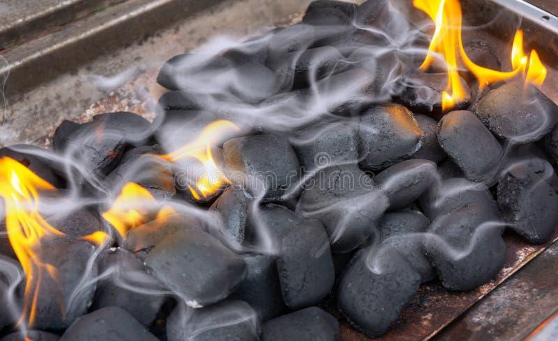 Fumo claro, churrasco, carvão vegetal fotografia de stock