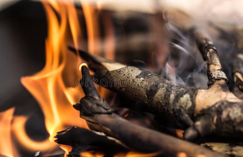 Fumo de madeira da chama fotografia de stock