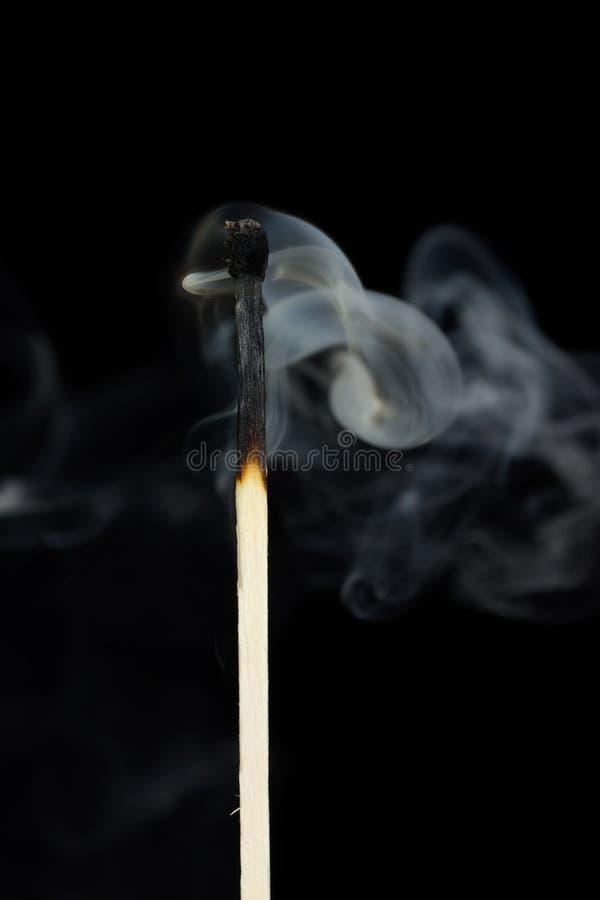 Fumo de um fósforo fotografia de stock royalty free