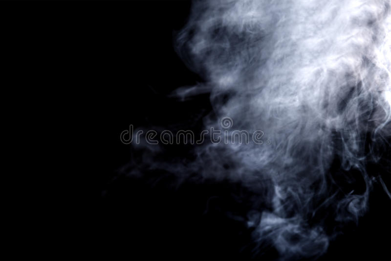 Fumo de Vape no fundo preto fotografia de stock royalty free