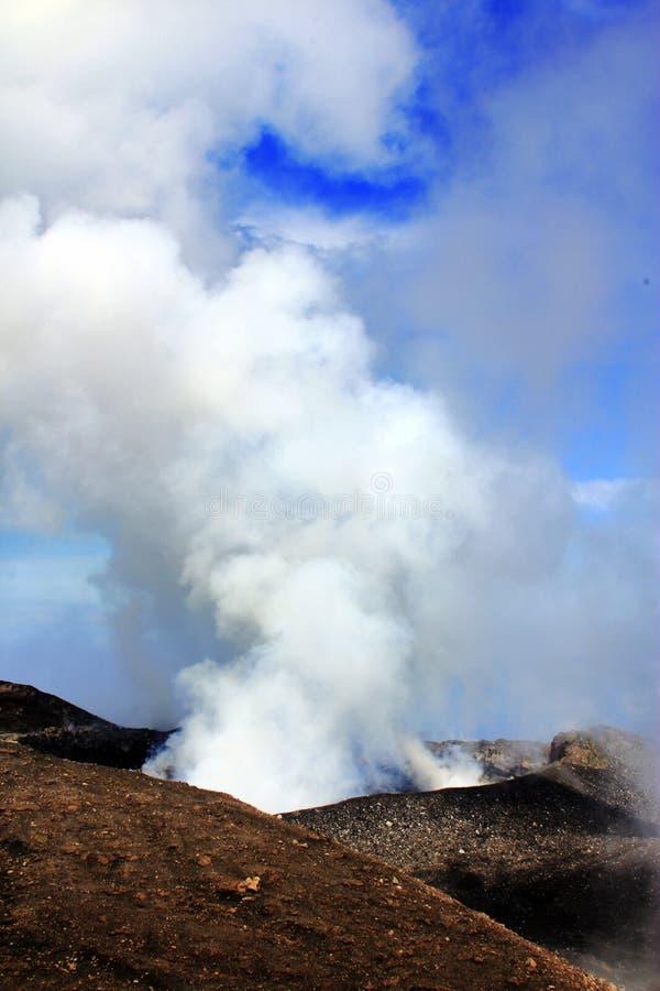Fumo dei vulcani fotografia stock
