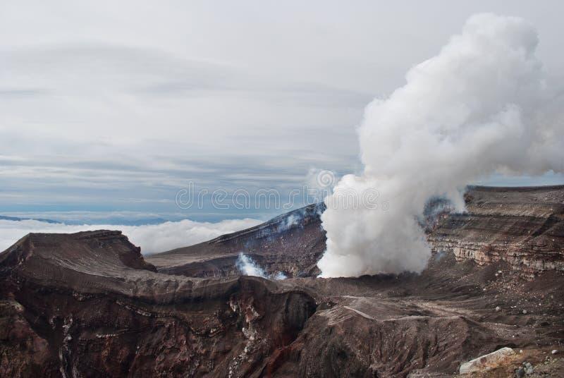 Fumo di Gorely del vulcano fotografia stock libera da diritti