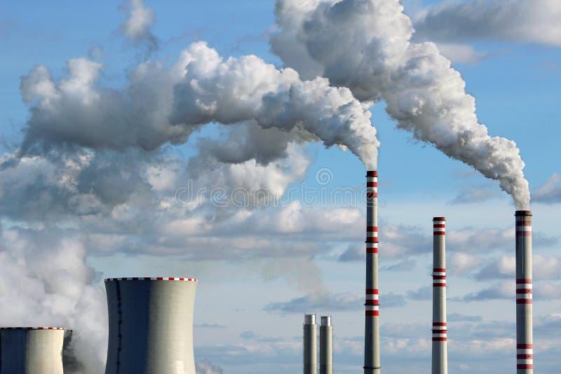 fumo do central eléctrica de carvão fotos de stock royalty free