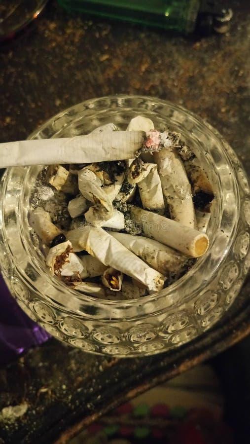fumo do cinzeiro fotografia de stock royalty free