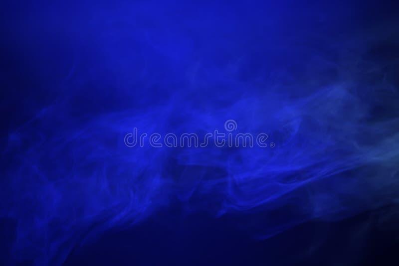 Fumo, luce blu immagine stock