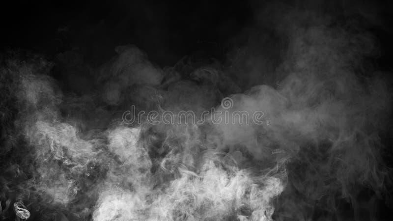 Fumo no assoalho Fundo preto isolado Folhas de prova enevoadas da textura do efeito de névoa para o texto ou o espaço foto de stock royalty free