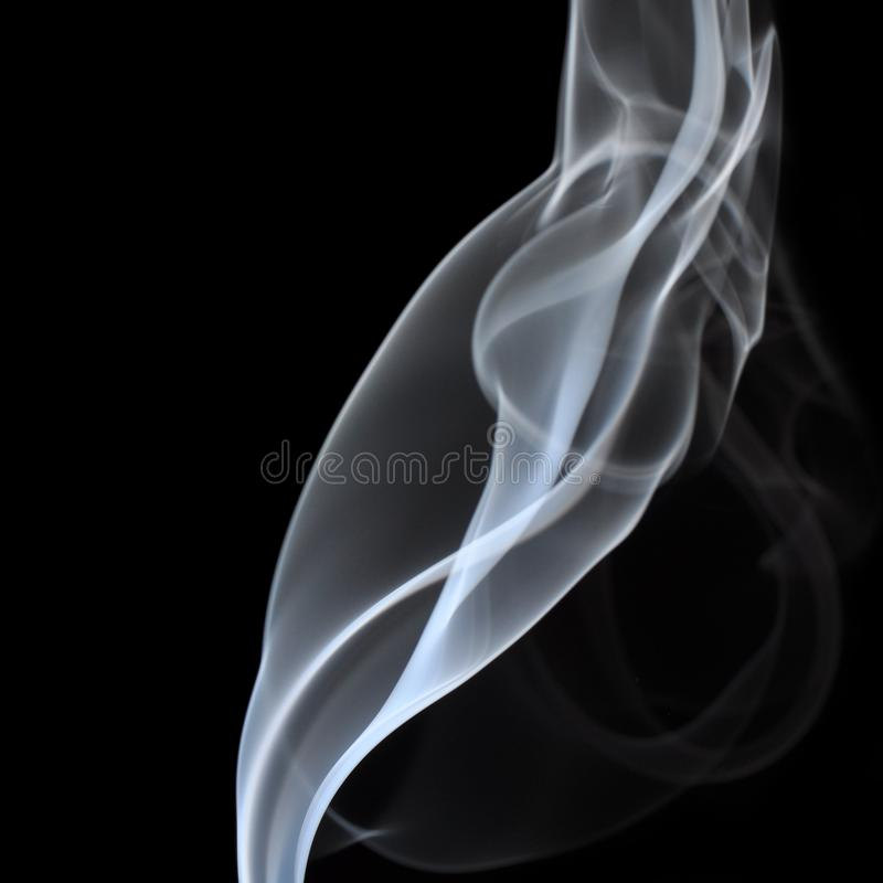 Fumo no fundo preto fotografia de stock royalty free