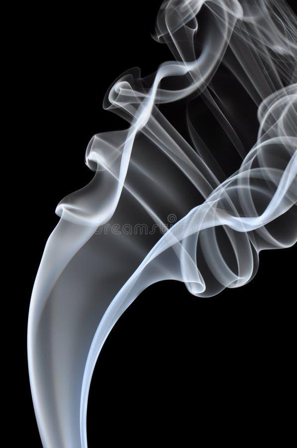 Fumo no fundo preto imagem de stock