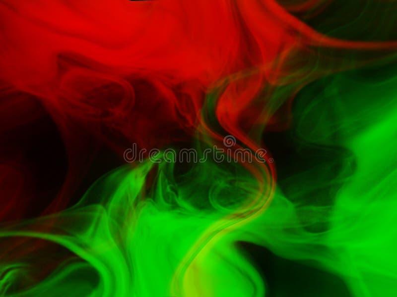 Fumo vermelho e verde fundo preto isolado N?voa abstrata da n?voa do fumo em um fundo preto Textura imagens de stock