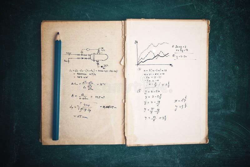 Funções da matemática e cálculos do termodinâmica fotos de stock