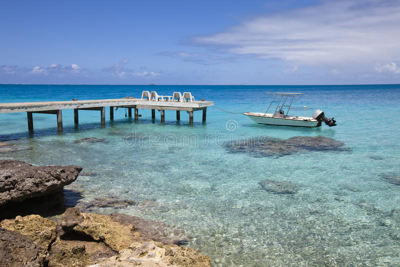 Funboat op blauwe lagune stock fotografie