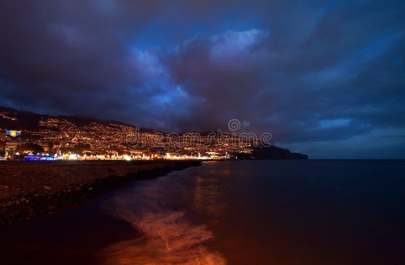 Funchal, Мадейра на ноче. стоковые изображения