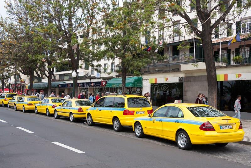 FUNCHAL, MADEIRA/PORTUGAL - KWIECIEŃ 13: Taxi kategoria w Funchal Zrobił obraz stock