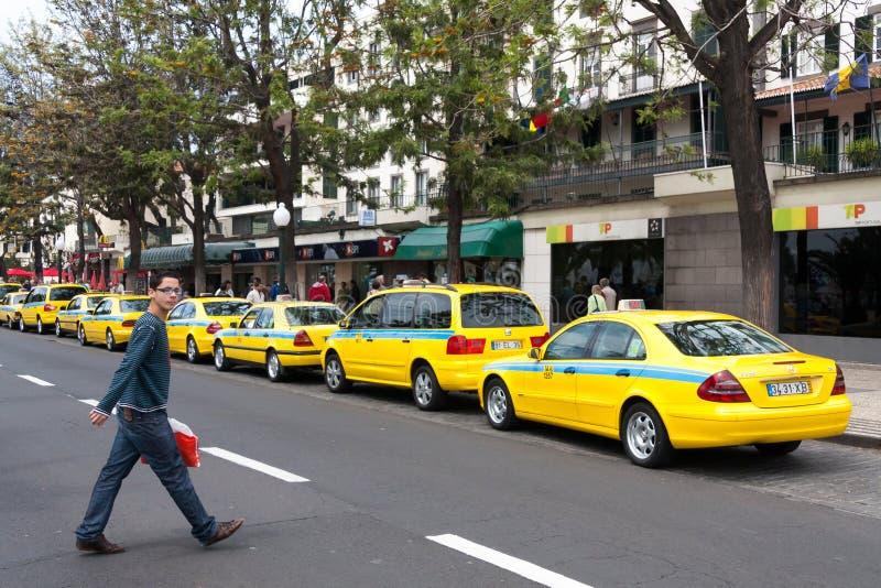 FUNCHAL, MADEIRA/PORTUGAL - KWIECIEŃ 13: Taxi kategoria w Funchal Zrobił zdjęcia stock