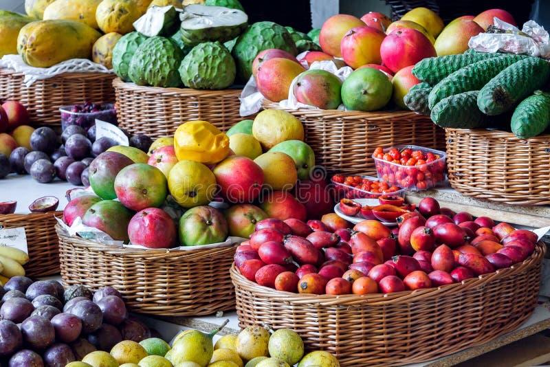 FUNCHAL, MADEIRA/PORTUGAL - KWIECIEŃ 9: Zakończenie ve i owoc zdjęcie stock