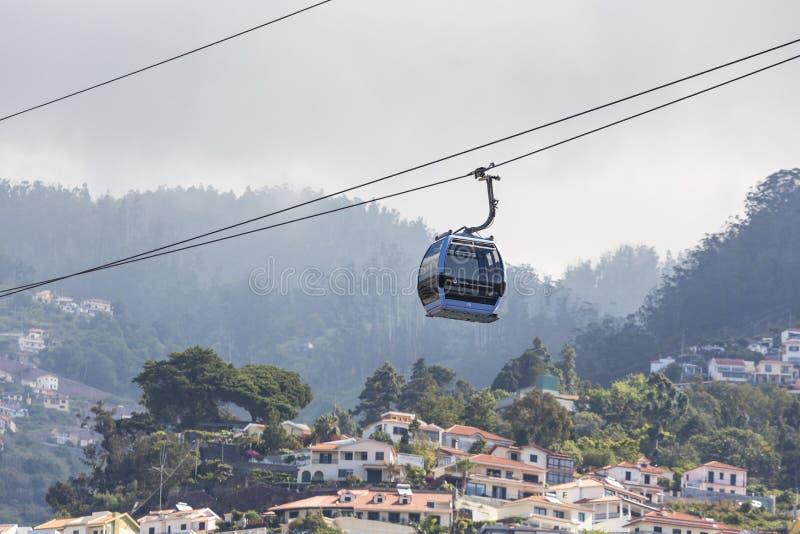FUNCHAL PORTUGAL - JUNI 25: Kabelbil till Monte på Juni 25, 2015 royaltyfri fotografi