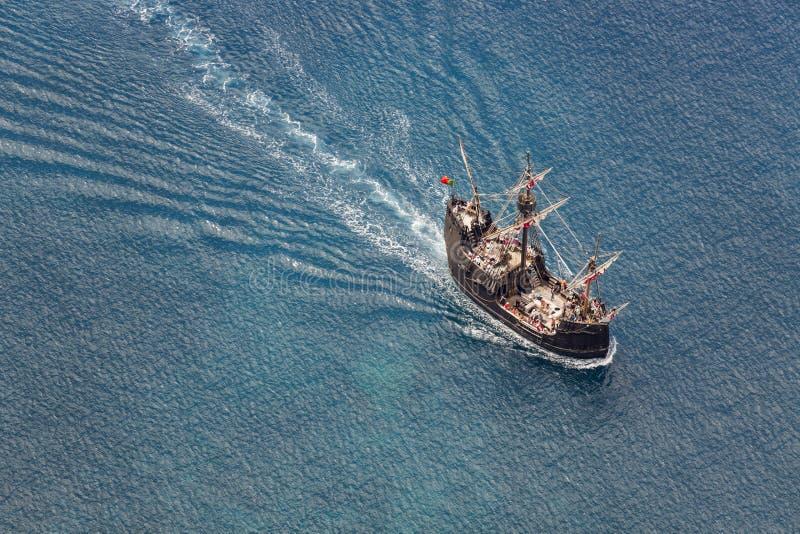 FUNCHAL, PORTUGAL - JUNI 25: Toeristen die een cruise met rep maken stock afbeelding