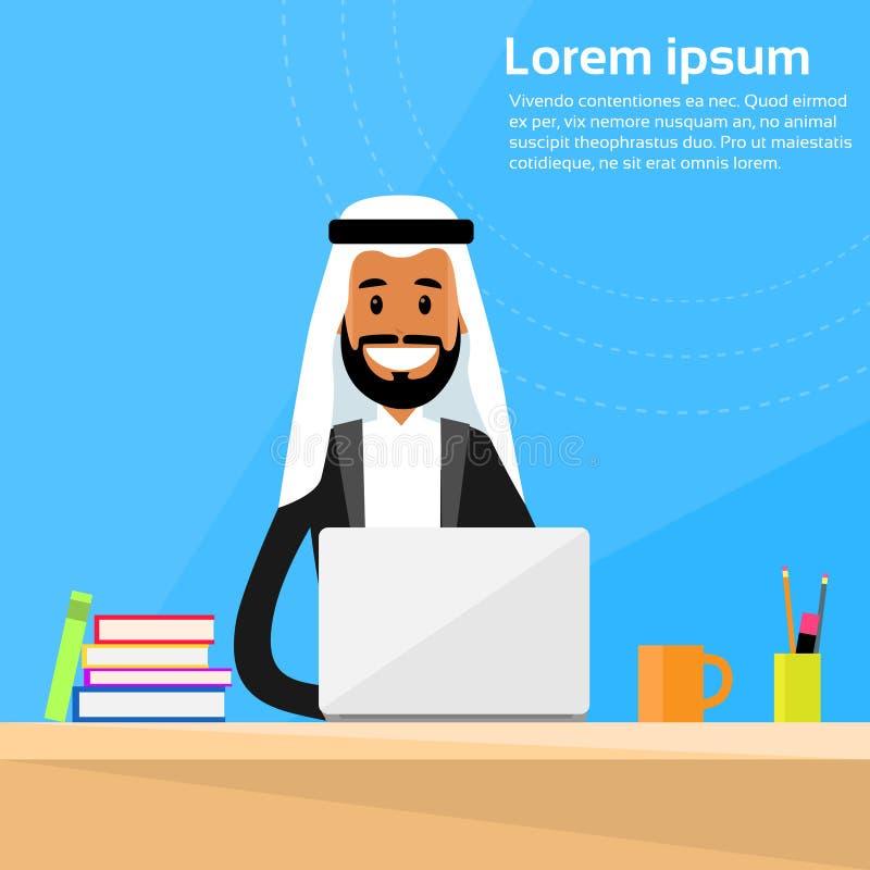 Funcionamento árabe de Sitting Office Desk do homem de negócios ilustração royalty free