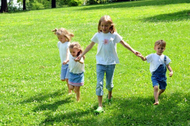 Funcionamento das crianças imagens de stock royalty free