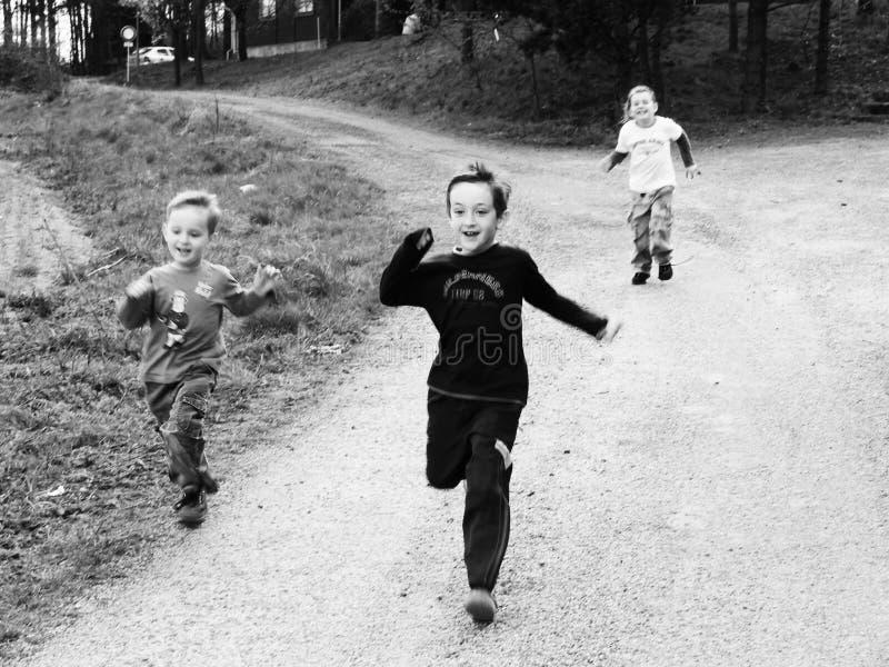 Funcionamento das crianças fotografia de stock