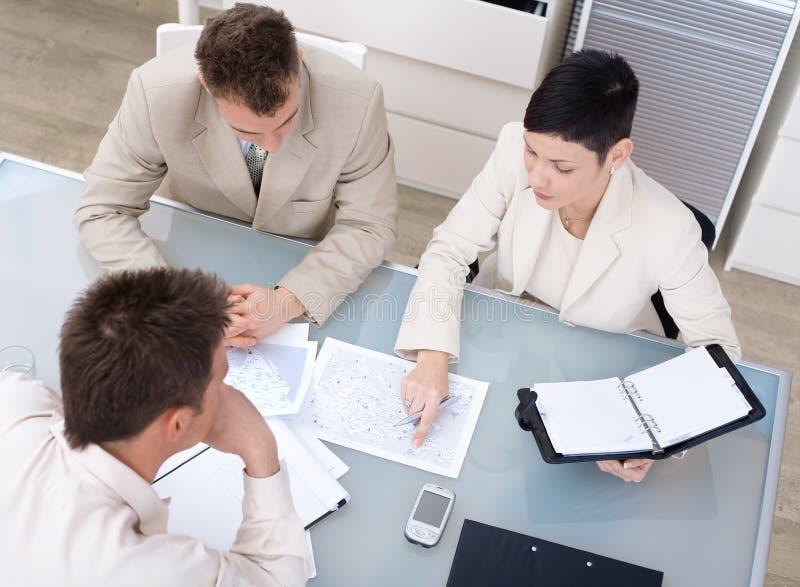 Funcionamento de Businessteam foto de stock