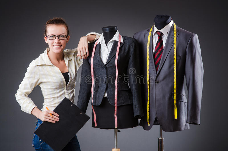 Funcionamento do alfaiate da mulher fotografia de stock