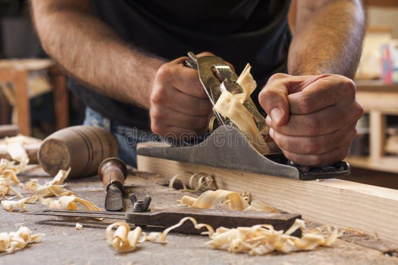 Funcionamento do carpinteiro imagem de stock