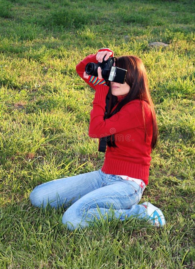 Funcionamento do fotógrafo da mulher imagens de stock